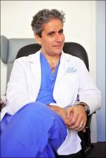 ·Î¾â ·±´ø º´¿ø(The Royal London Hospital)ÀÇ ¿Ü»ó Àü¹®ÀÇ(Trauma Surgeon) Ä«¸² ºê·ÎÀÌ(Karim Brohi) ±³¼ö°¡ 13ÀÏ  Ưº°ÃëÀçÆÀÀ» ¸¸³ª ÀÎÅͺäÇÏ°í ÀÖ´Ù.